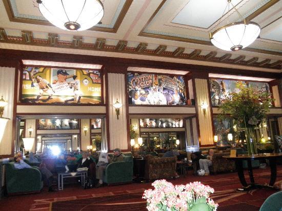 Hotel Edison Times Square : detalle de la decoración del techo del salón/lobby