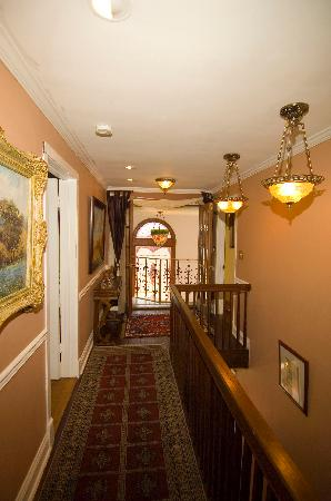 Stone Manor Boutique Inn: Stroll to your Suite through the Stone Manor hallways