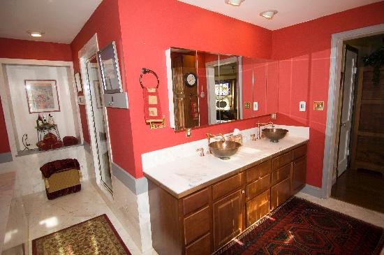 Stone Manor Boutique Inn: Refresh in the Turret Suite Bathing Chamber