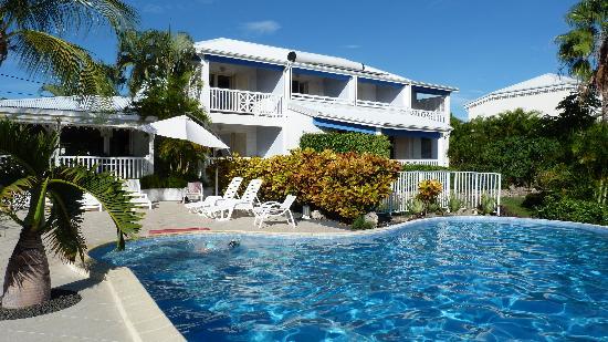 Hotel Amaudo: l'hôtel vu de la piscine
