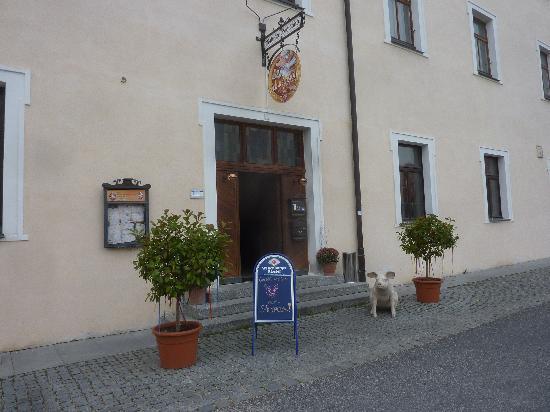 Schweinswirt Amberg: Eingang - Aussenansicht