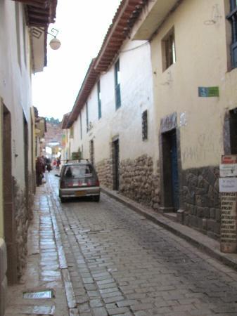 Amaru II Hostal: Street scene