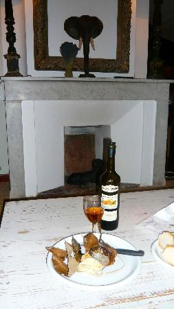 La Madone: That cheese with the fireplace and decor