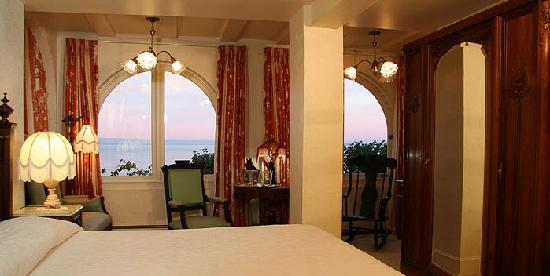 Martine Inn : Victoriana Ocean View Room