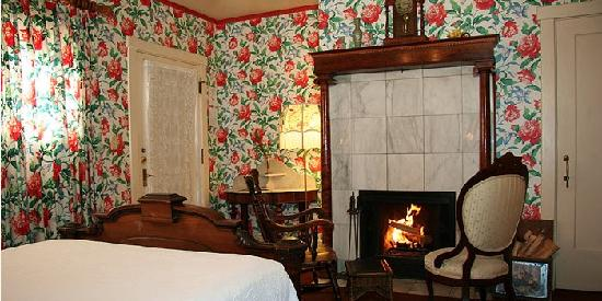Martine Inn : Carriage Fireside Room