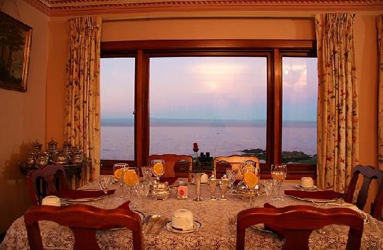 Martine Inn: Dining Room