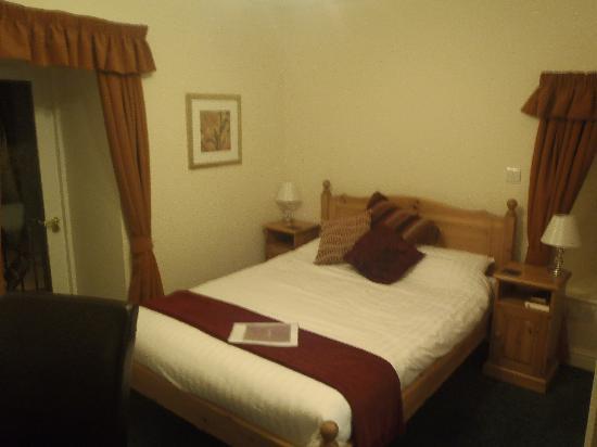 The Cross Scythes Totley: room 4