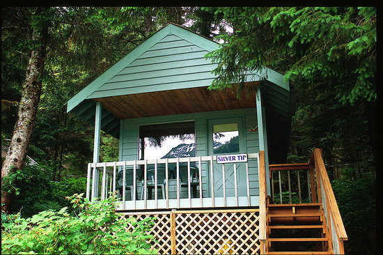 Baranof Wilderness Lodge : Cozy Private Cabins on the water with private bathrooms