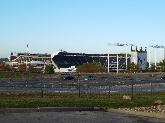 Drury Inn & Suites Kansas City Stadium: KC Stadium across from the hotel