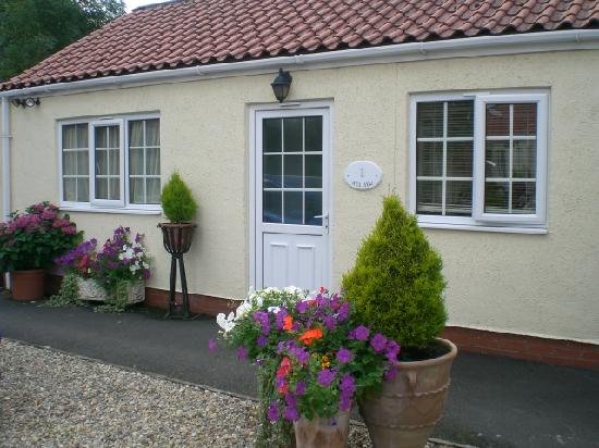 Langhill Holiday Cottages : Pretty Painted Cottage at Langhill