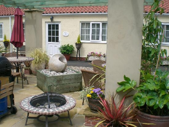 Langhill Holiday Cottages : Secluded Courtyard at Langhill
