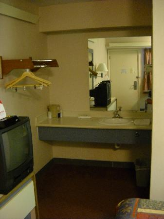 Red Roof Inn Atlanta - Norcross: My assigned first floor room
