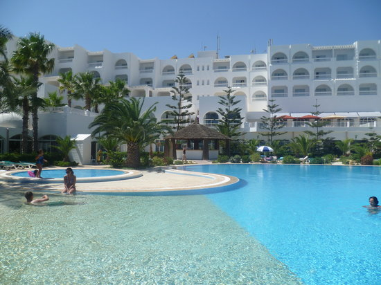 SENTIDO Aziza Beach Golf & Spa: Pool and hotel