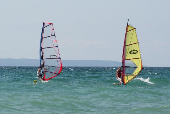 Jolli Lodge: Wind surfing on Lake Michigan
