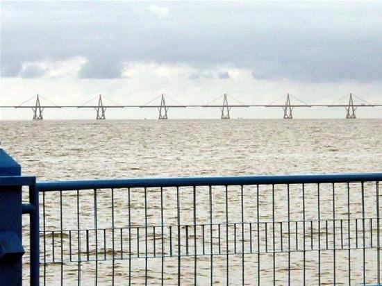 La vereda del lago Maracaibo: vista al puente