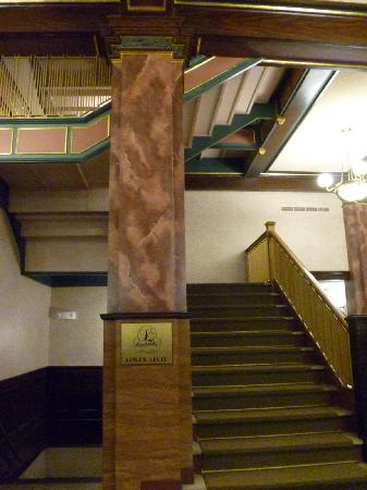 Drury Inn St. Louis at Union Station: Beautiful Stairways