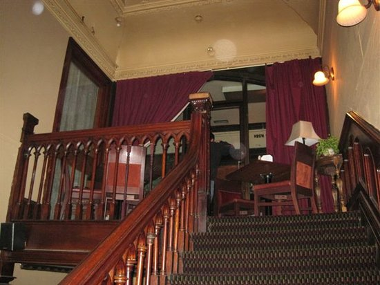 The Keg Steakhouse Bar: Stairs leading to the 4th floor.