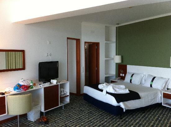 Holiday Inn Algarve - Armacao de Pera: room 600 ( abit messy)