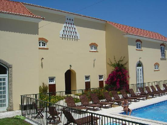 Quinta do Scoto: Pool with safety fencing