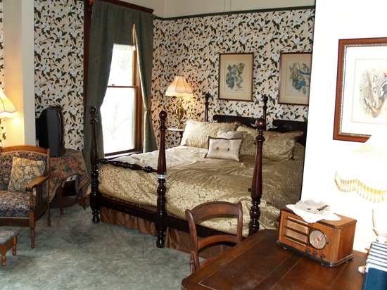 The Historic Occidental Hotel & Saloon and The Virginian Restaurant: One of the bedrooms in the Occidental Hotel