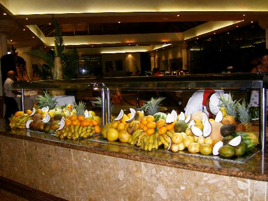 Sirenis Punta Cana Resort Casino & Aquagames: fruit selection :)