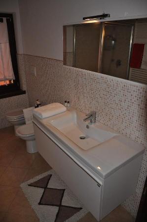 La Casa di Pierina: Toilette dell'appartamento Rosso
