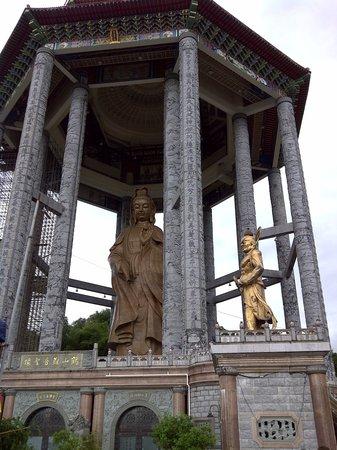 Hard Rock Hotel Penang: The Bhuddist temple