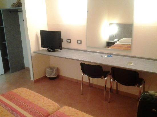 Autohotel Venezia: arredamento essenziale