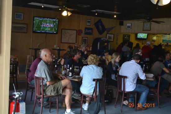 Hunley's Tavern: Gameday Sunday