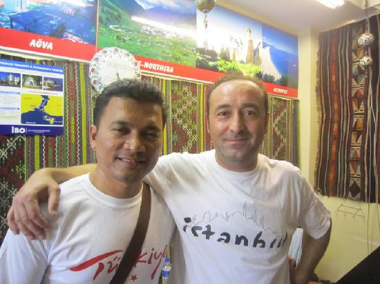 ‪‪Moonstar Hostel‬: with the owner of moonstar hostel‬