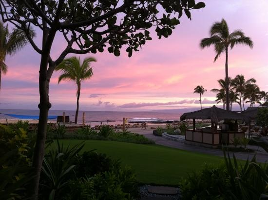 Four Seasons Resort Hualalai: Sunrise from oceanfront room