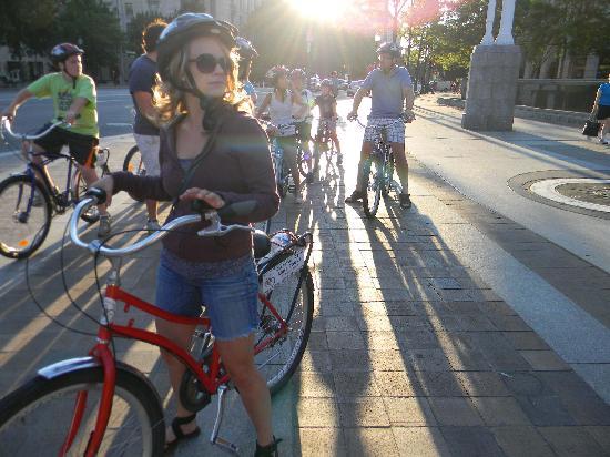 Capital City Bike Tours: Navy Memorial at Dusk