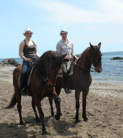 Riding Fun In The Sun: Beim ganztägigen Ausritt geht es bist zum Strand.