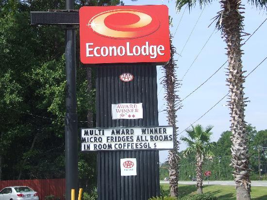 Econo Lodge Richmond Hill: Front Entrance Sign