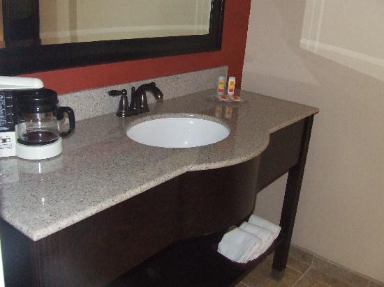 Econo Lodge Richmond Hill: New bathrooms