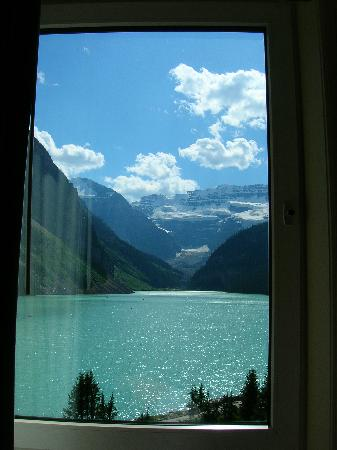 Fairmont Chateau Lake Louise: Window in room