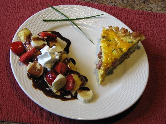 Mission Oak Inn: Banana split crepes and smoked sausage quiche