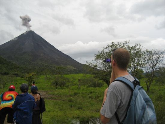 Pura Vida Tours: We saw, heard, and felt the volcano erupt many times -- amazing!