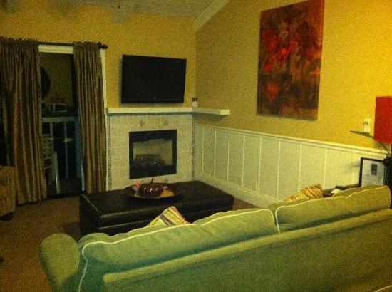 Lighthouse Lodge & Cottages: living room