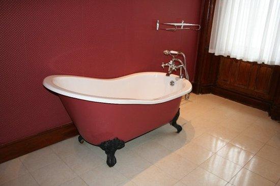 Cahernane House: Clawfoot tub