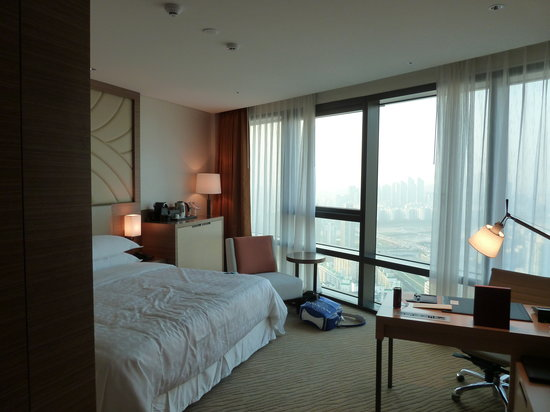 Sheraton Seoul D Cube City Hotel: Great bed and view
