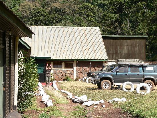 Marsabit Lodge: Car park