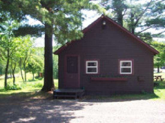 Copper Harbor, MI: Lakefront 2-Bedroom Cottage