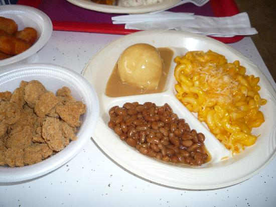 Dixie Lee Fried Chicken : Popcorn chicken, macaroni & cheese, mashed potatoes, beans