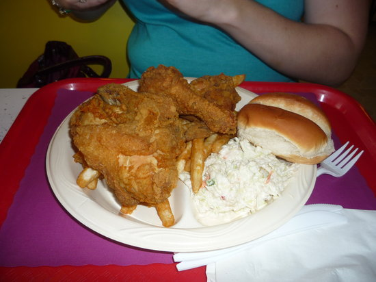Dixie Lee Fried Chicken: Massive 3-piece meal