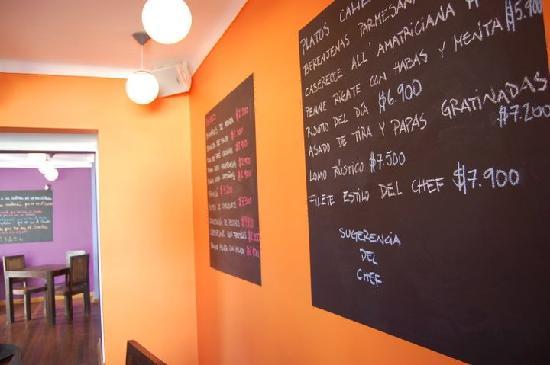 "Colores Santos: Detalle ""Sala naranja"""