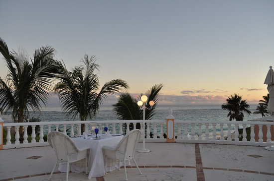 Coco Reef Resort Bermuda : our perfect dinner setting