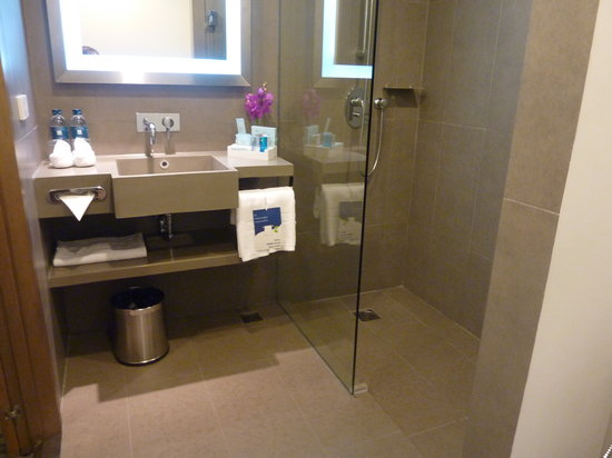 Novotel Bangkok on Siam Square: Newely Refurbished Bathroom