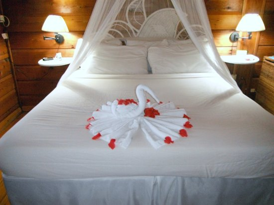 N-Resort All Inclusive For Adults : Bed with flowers