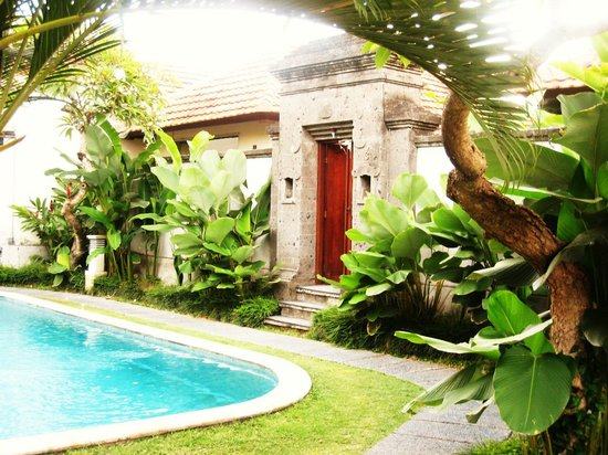 Bali Nyuh Gading Villa: Entrance to our villa